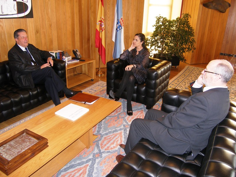A presidenta do Parlamento recibe a Federico Mayor Zaragoza
